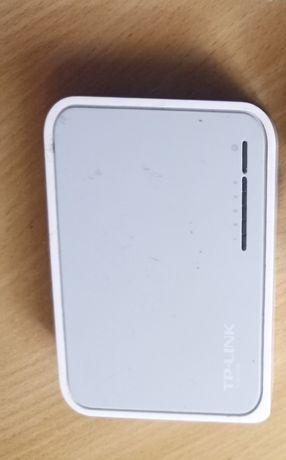 Свич TP-LINK TL-SF1005D, коммутатор 100 Мбит/с (на запчасти)