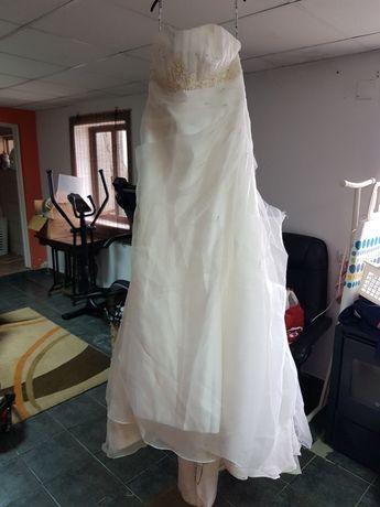 Vestido de noiva com saiote