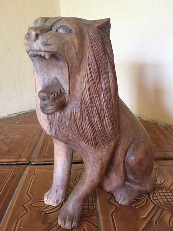 Lew rzeźba drewniany 25 cm figurka z drewna drewniana