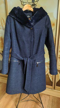 Пальто  женское ,в идеальном состоянии.