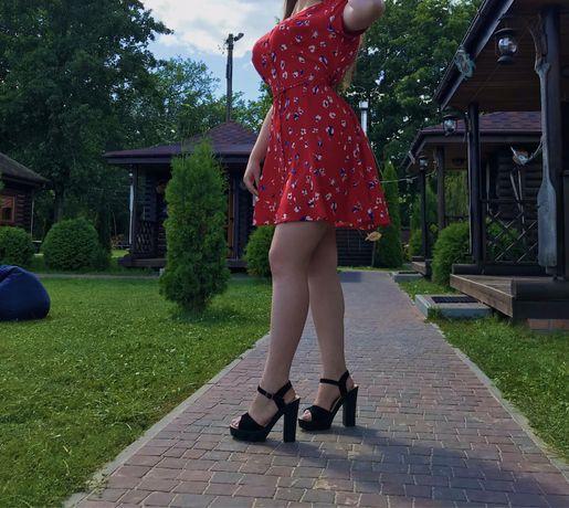 Шифоновое красное летнее мини платье на пуговицах с завязками