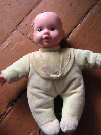 маленький пупсик в мягкой пижамке