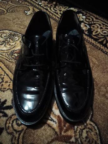 Продам лакові туфлі
