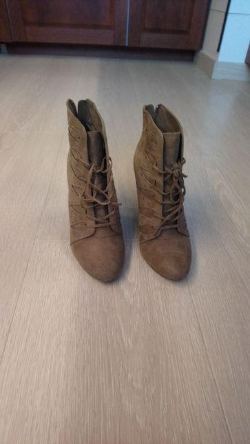 Buty na koturnie botki zamszowe rozmiar 38