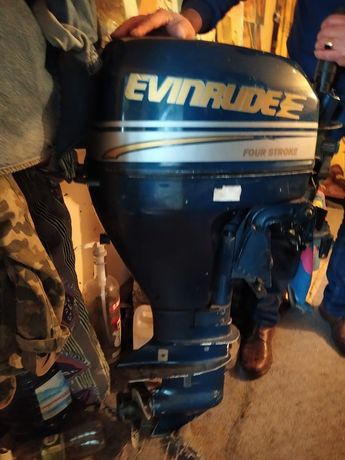 Продам лодочный мотор evinrude 15