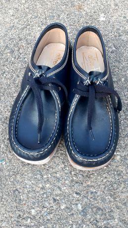 Дитячі шкіряні туфлі.