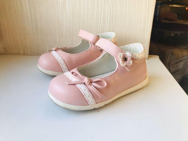 Продам туфельки від Chicco 23р