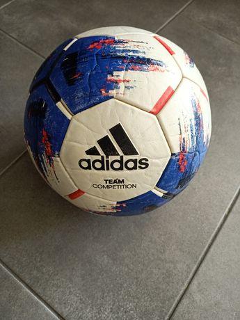 М'яч футбольний в доброму стані
