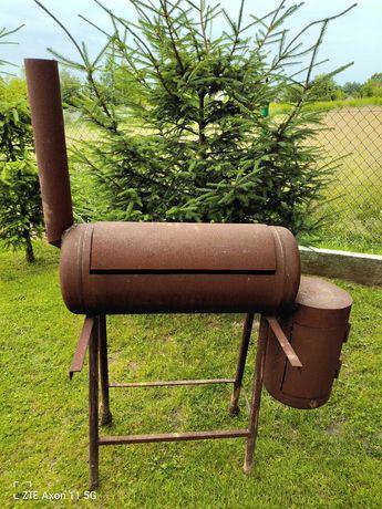 Grill ogrodowy z klapą