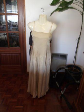 Vestido comprido de cor creme com alsas - tamanho XL