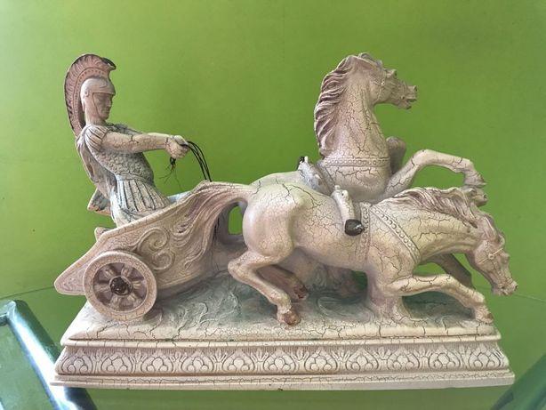 """Антикварная статуэтка""""Римлянин на колеснице"""""""