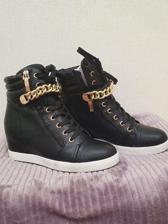 Новые зимние сникерсы -ботинки Keddo