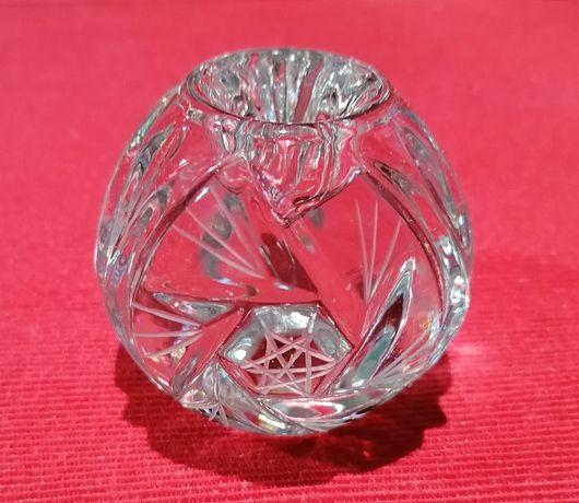 Kryształowy świecznik w formie kuli Kryształowa kula