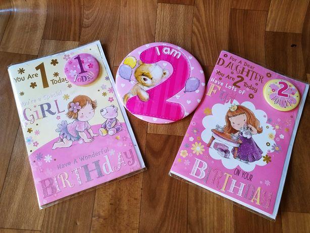 Новые детские открытки со значками на год и два плюс большой значек.