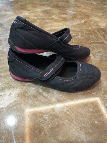 Стильные туфли для девочки.