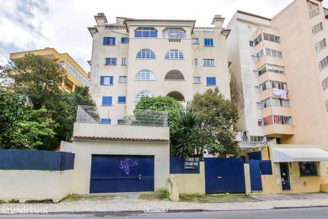 Prédio / Apartamentos para Renovar - Estoril