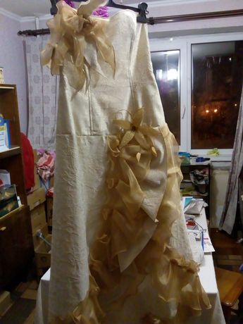 Платье  свадебное золотистое