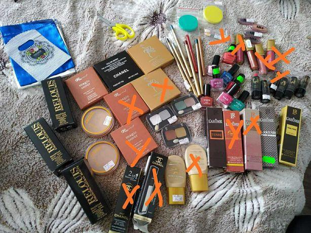Косметика, тіні, помади, олівчики, тональний крем, туалетна вода