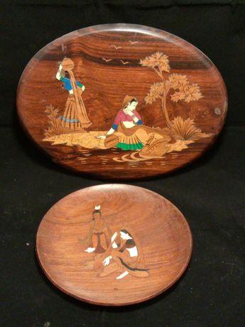 Quadro + prato antigos feitos em madeira com desenhos embutidos