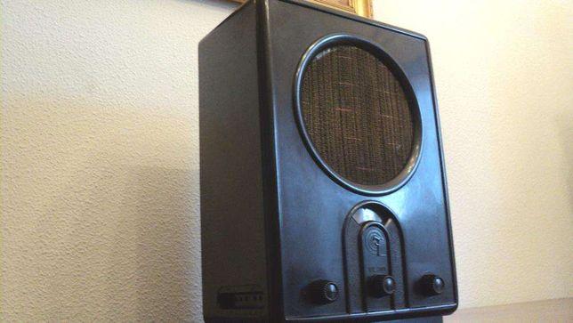 Radio LOEWE antigo 1939 a válvulas da II guerra mundial