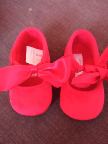 Sapatos vermelhos veludo bebê