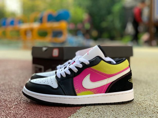 Кроссовки Nike Air Jordan 1 Low Black Active Fuchsia Cyber Spray Paint
