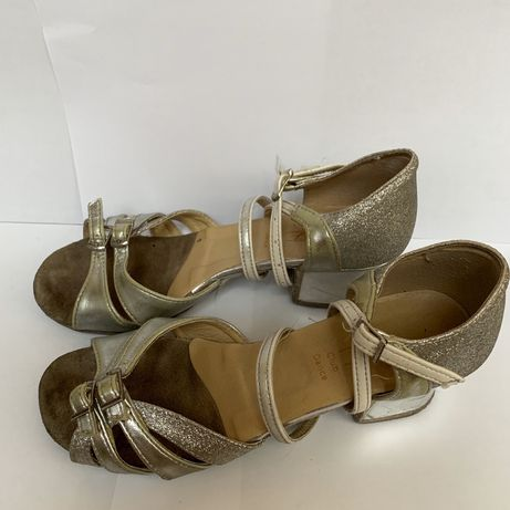 Бальні туфлі