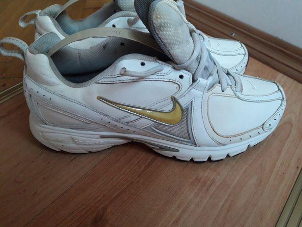 Кроссовки беговые Nike Dart V, размер 44, 28 см