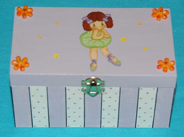 Caixa de madeira bailarina lilás com decoupage pintada à mão (nova)