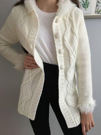 Sweter z kapturem roz 152-158