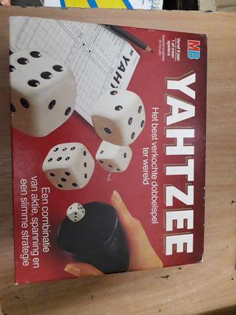Yahtzee z 1982r od firmy MB jak Nowy gra planszowa gra w kości
