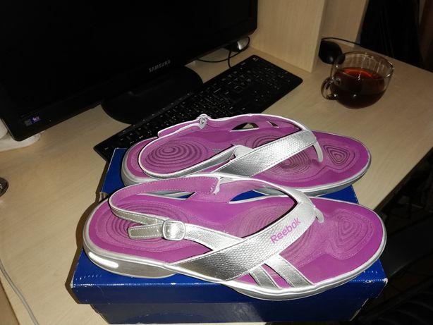 Продам сандалии Reebok р. 40
