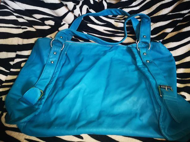 Duża niebieska torba podróżna