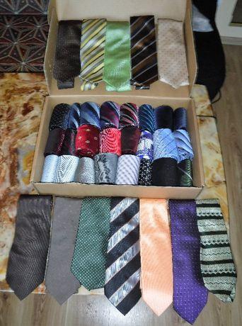 Krawat - zestaw 40 sztuk krawatów vintage retro lata 90-te XX wieku