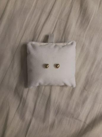 kolczyki w kształcie serduszka