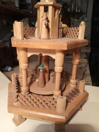 Карусель деревянная
