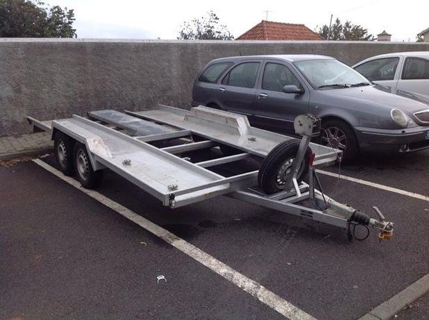 Vendo atrelado transporte automóveis