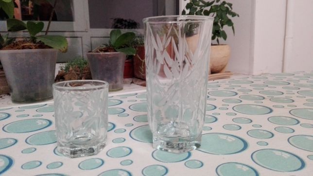 набор стаканов и рюмок по 6 шт из толстого стекла