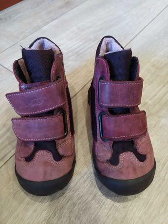 Продам детские осенние ботинки