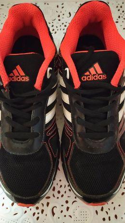Кроссовки Adidas унисекс в идеале стелька 24 см.