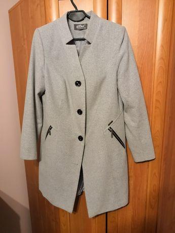 Płaszcz damski r. 40