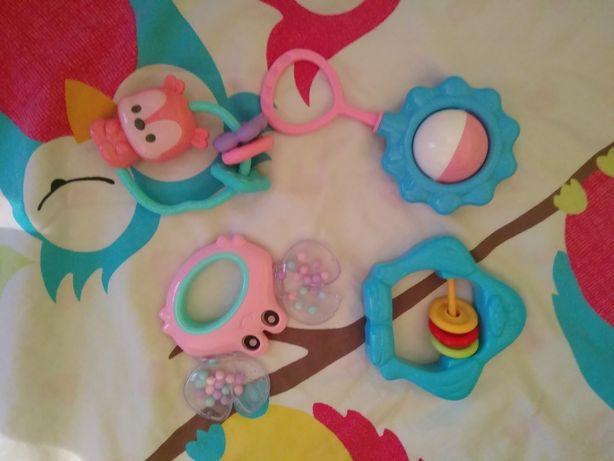 Zestaw 10 zabawek niemowlęcych