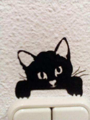 Gato Pendurado no Interruptor.