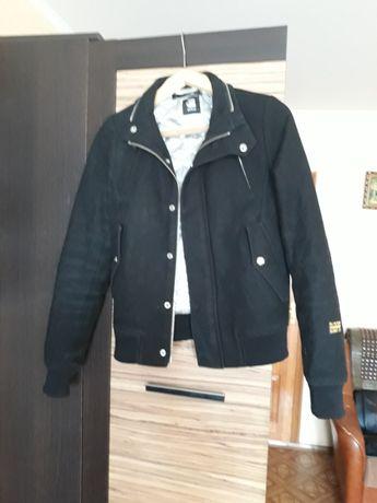Продаю брендовую куртку.