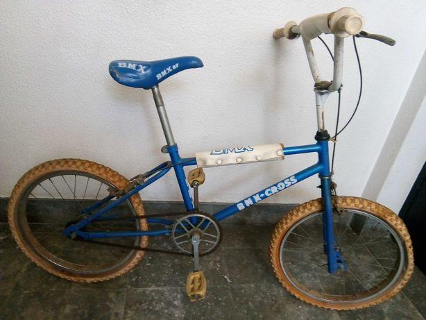 Bicicleta azul para homem e senhora