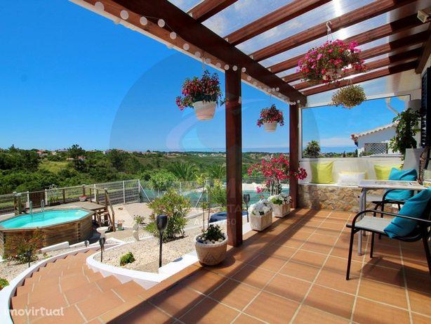 Moradia com 3 quartos, piscina e vista para Parque Natural