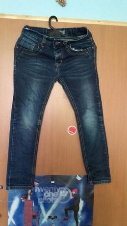 Sprzedam spodnie dżinsowa chłopięce 128