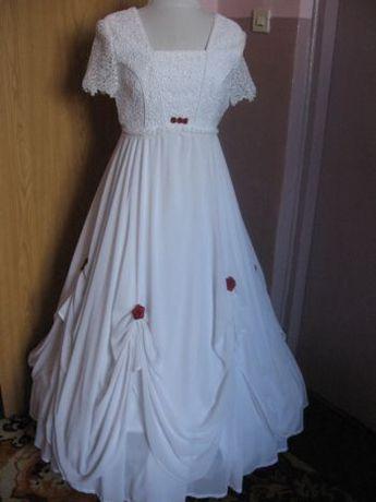 Suknia ślubna. Biała z bordo upięciami r.40