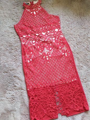 Koronkowa sukienka z hokerem  czerwona czerwień