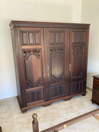 Armário Roupeiro madeira antigo vintage
